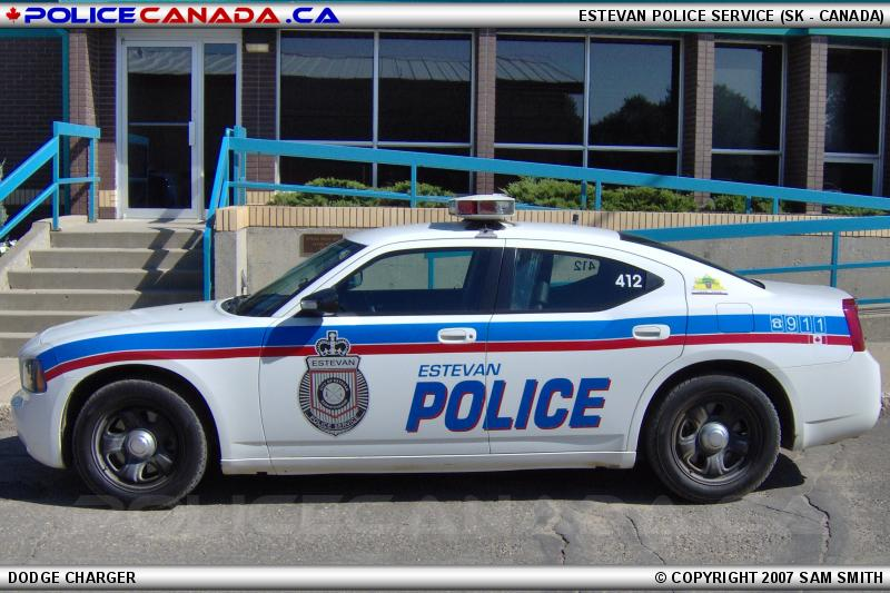 how to become a police in canada